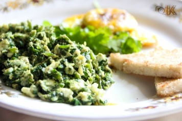 Scrambled egg with spinach made at home